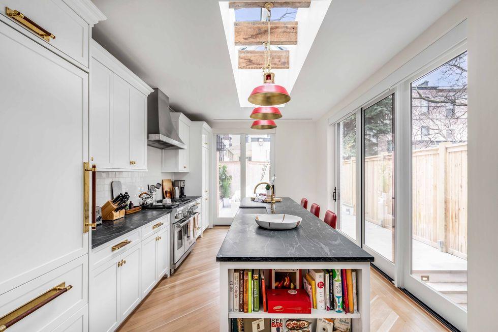 John Krasinski and Emily Blunt kitchen